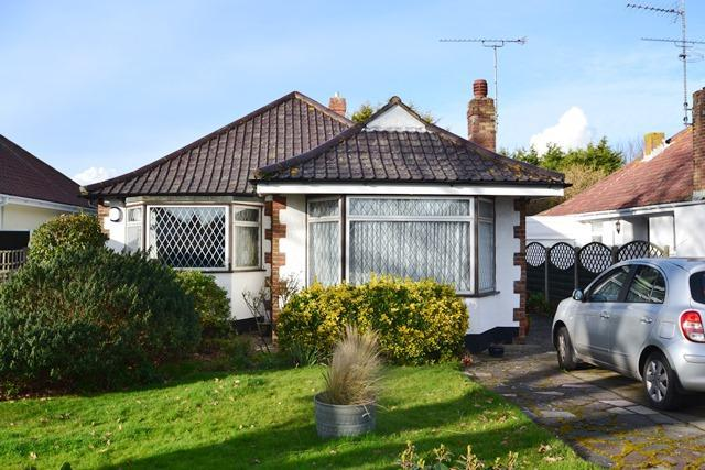 3 Bedrooms Detached Bungalow for sale in Goring Way, Goring by Sea, West Sussex, BN12 5BS