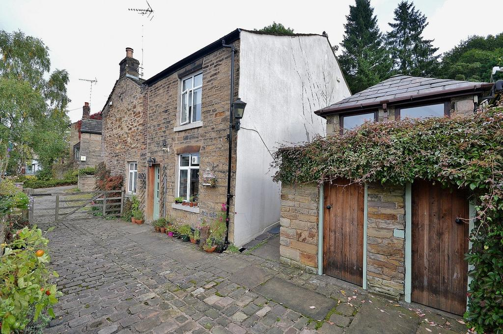 3 Bedrooms Semi Detached House for sale in Lower Fold, Marple Bridge