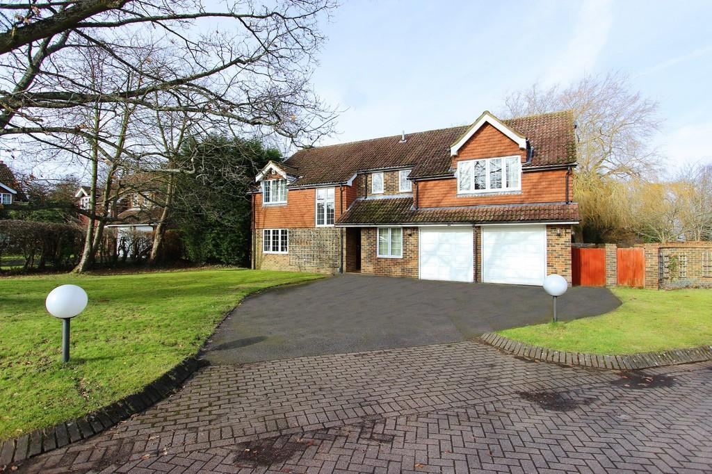 6 Bedrooms Detached House for sale in Barn Close, Banstead
