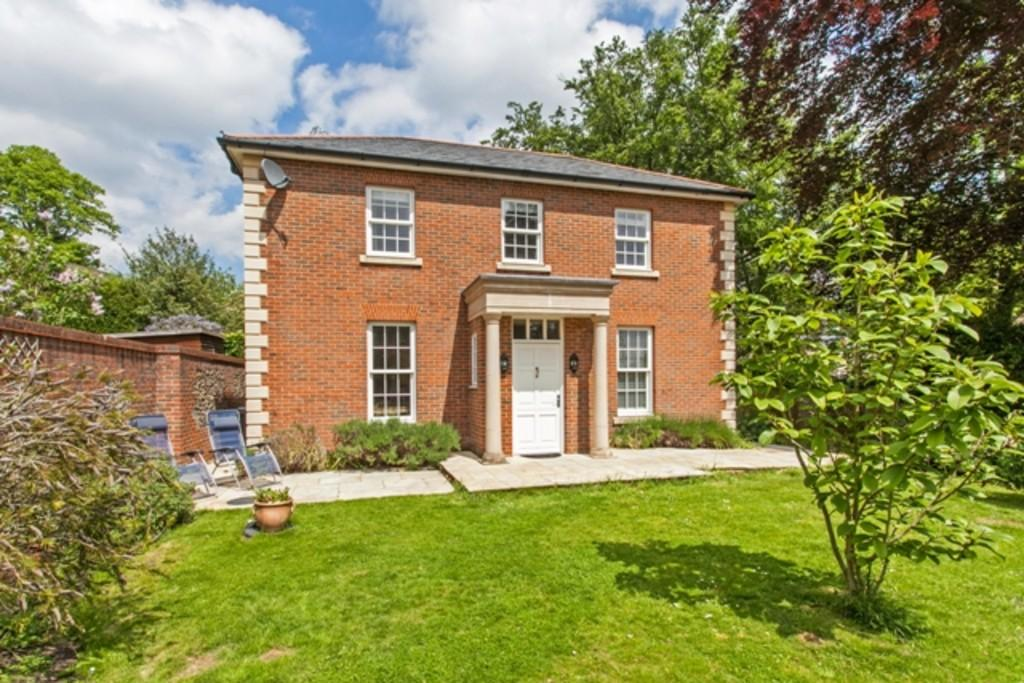 5 Bedrooms Detached House for rent in Sleepers Delle Gardens, Winchester, SO22