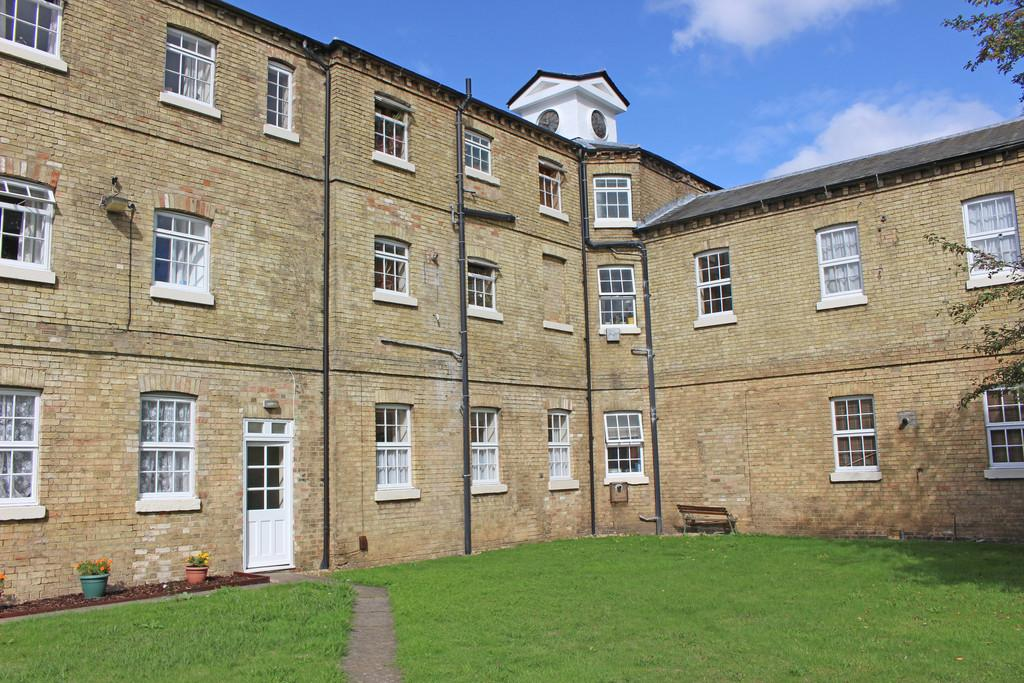 1 Bedroom Ground Flat for sale in The White House, St. Neots Road