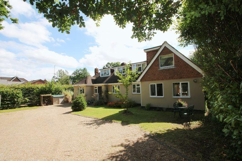 4 Bedrooms Detached House for sale in The Ride, Ifold