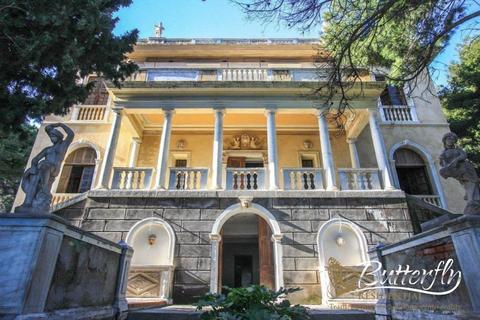 25 bedroom detached house  - Alassio, Liguria, Italy