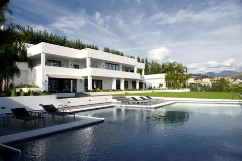 7 bedroom detached house  - Nueva Andalucia, Andalucia, Spain