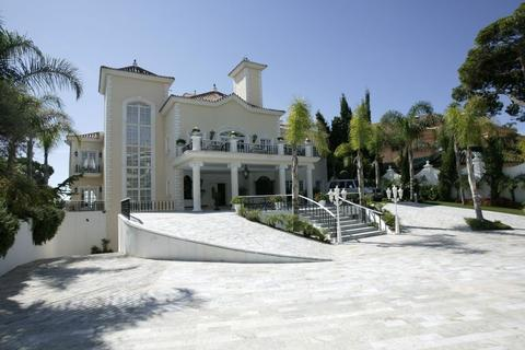 8 bedroom detached house  - Puerto Banus, Andalucia, Spain