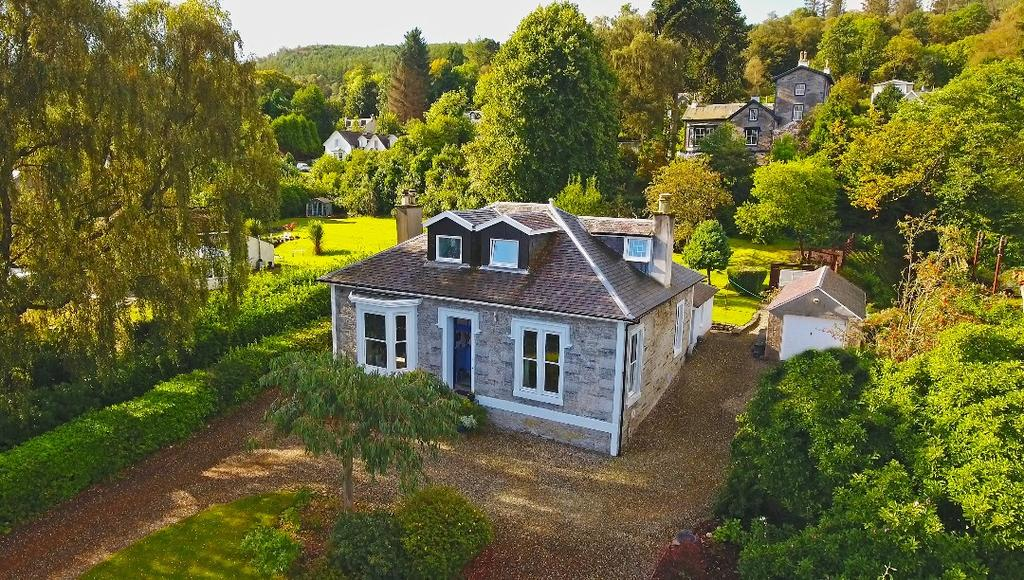 4 Bedrooms Detached House for sale in Shore Road, Clynder, Argyll Bute, G84 0QD