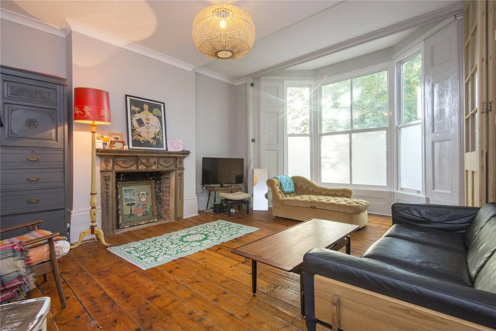 3 Bedrooms Flat for sale in Upper Clapton Road, London, E5