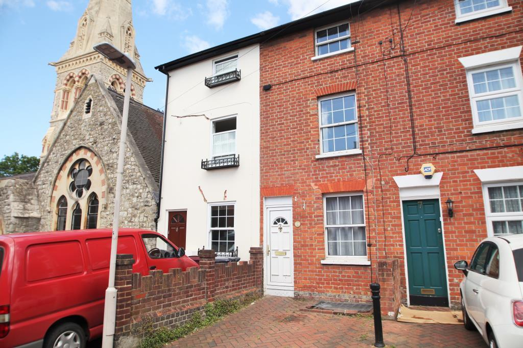 3 Bedrooms Terraced House for rent in St Johns Road, Reading, Berkshire, RG1