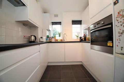 3 bedroom flat to rent - Berkeley Court, Coley Avenue, Reading, Berkshire, RG1