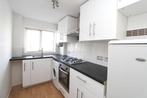 1 bedroom flat - April Close, Hanwell, London, W7