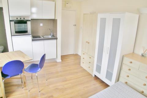Studio to rent - Wimbledon Park Road, Southfields, SW18