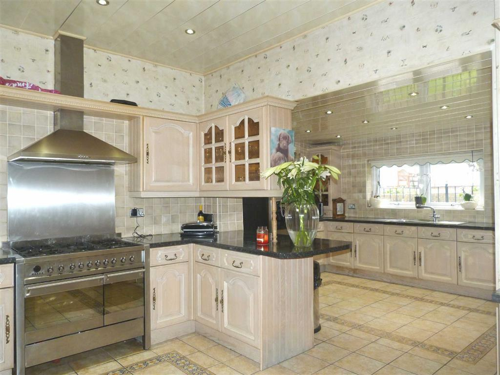 3 Bedrooms Detached Bungalow for sale in Fountain Lane, Blaydon On Tyne, Tyne Wear