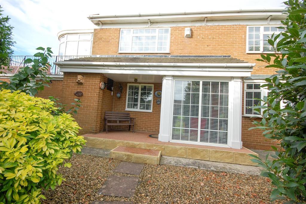 4 Bedrooms Detached House for sale in Tunstall Village Green, Sunderland