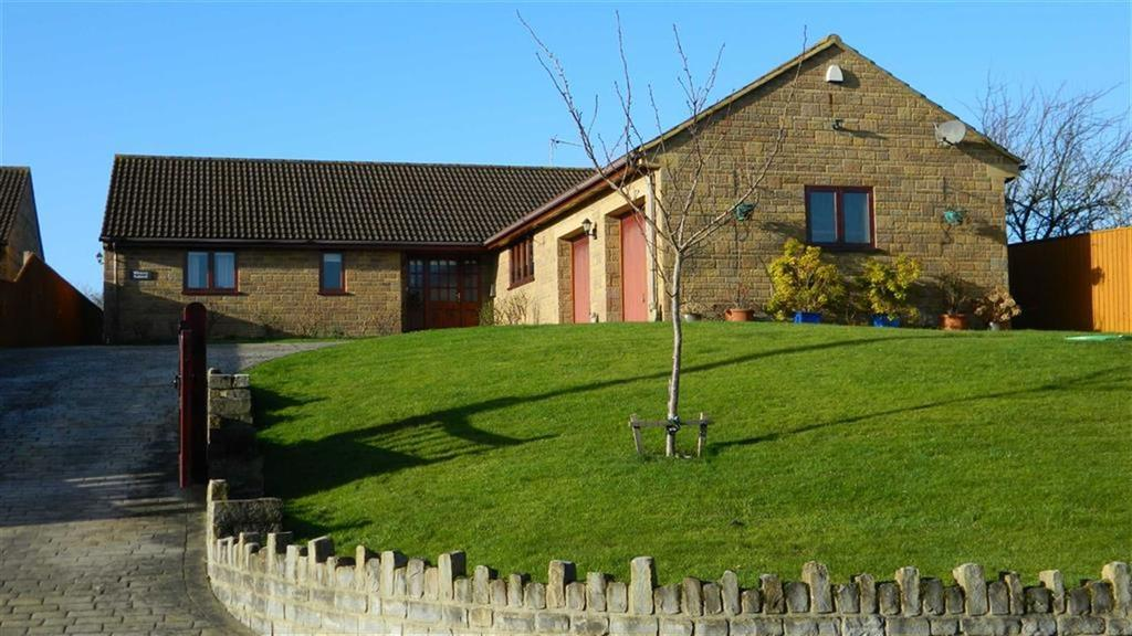 3 Bedrooms Bungalow for sale in Main Street, Chilthorne Domer, Somerset, BA22