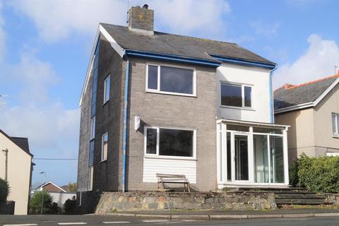3 bedroom detached house for sale - Embankment Road, Pwllheli