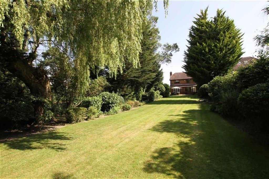 5 Bedrooms Detached House for sale in Galley Lane, Arkley, Hertfordshire
