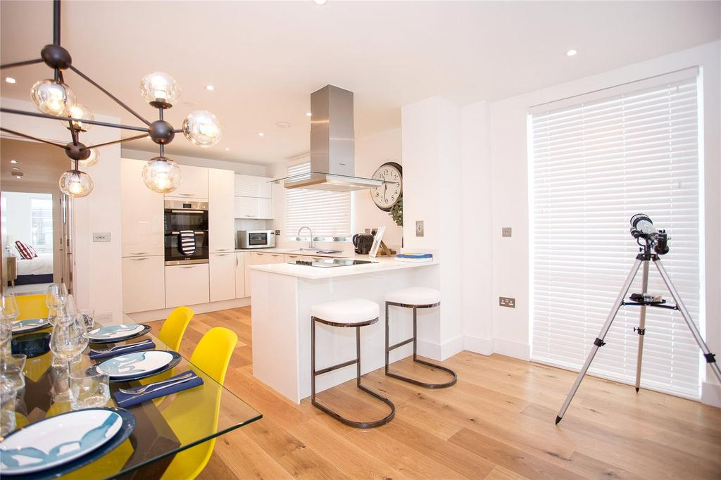 3 Bedrooms Flat for sale in 215 Alexandra Wharf, 2 Maritime Walk, Ocean Village, Southampton, SO14