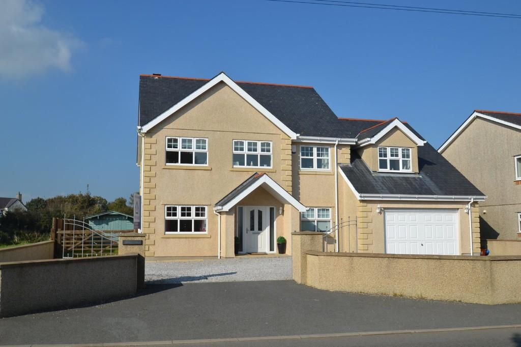 5 Bedrooms Detached House for sale in Brynteg, North Wales