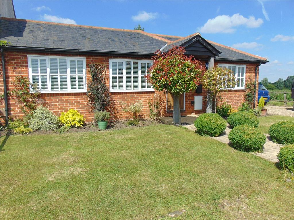 3 Bedrooms Semi Detached Bungalow for sale in Blackmore Road, Highwood, Chelmsford, Essex, CM1