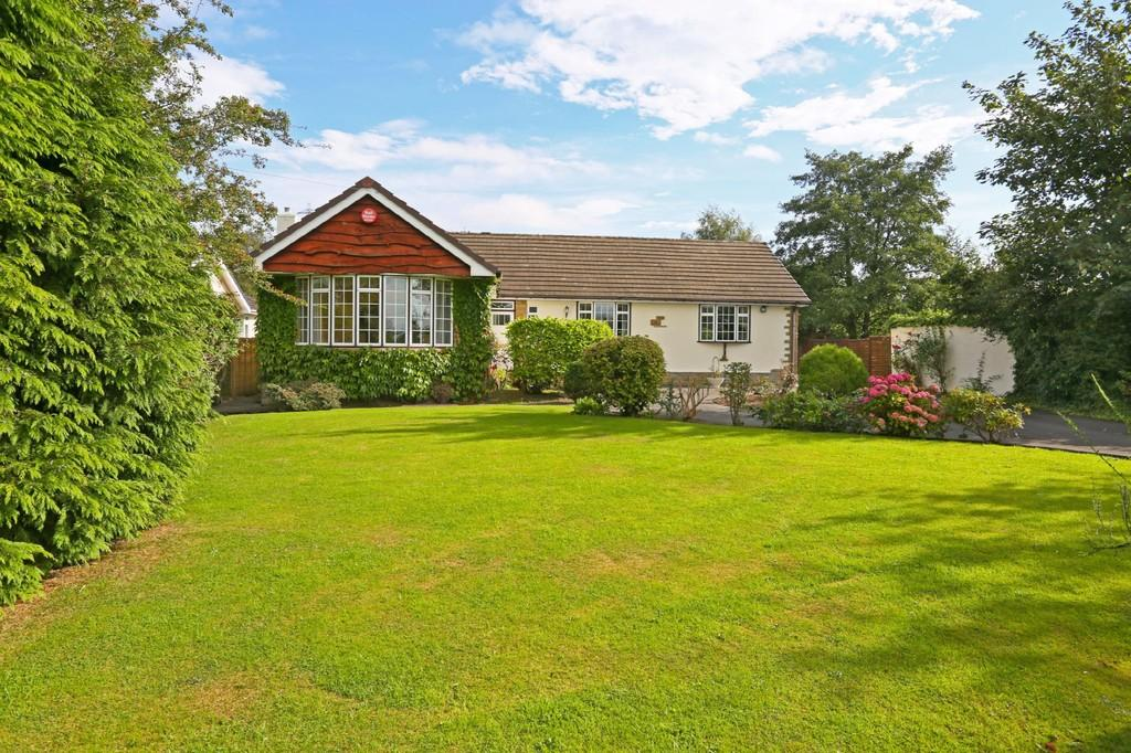 4 Bedrooms Detached Bungalow for sale in Drub Lane, Cleckheaton