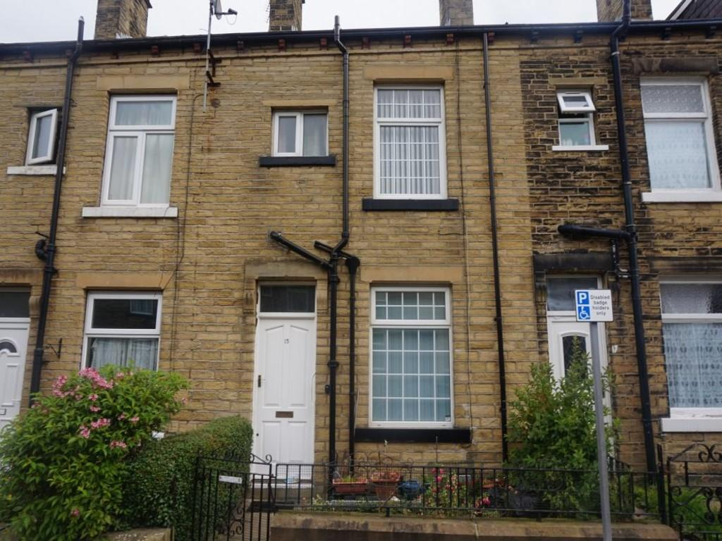 3 Bedrooms Terraced House for sale in Longhouse Drive, BRADFORD