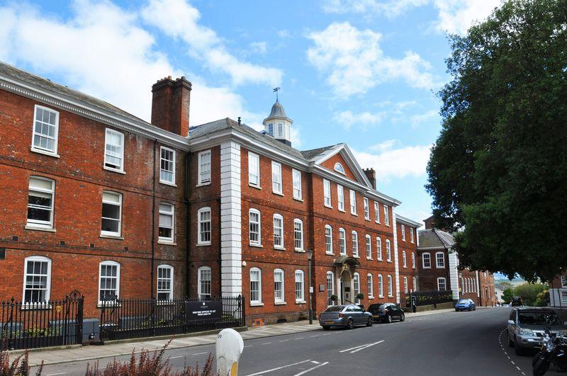 2 Bedrooms Apartment Flat for sale in Southernhay East, Exeter