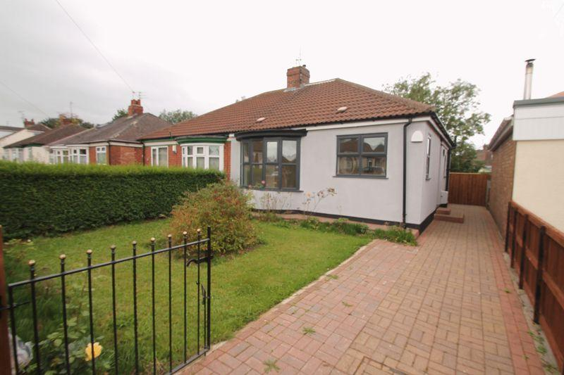 2 Bedrooms Bungalow for sale in Eastbourne Gardens, Ormesby