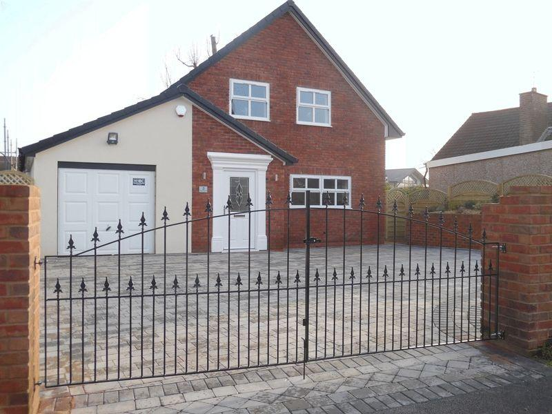 4 Bedrooms Detached Bungalow for sale in Milbury Drive, Hollingworth Lake, OL15 0DA