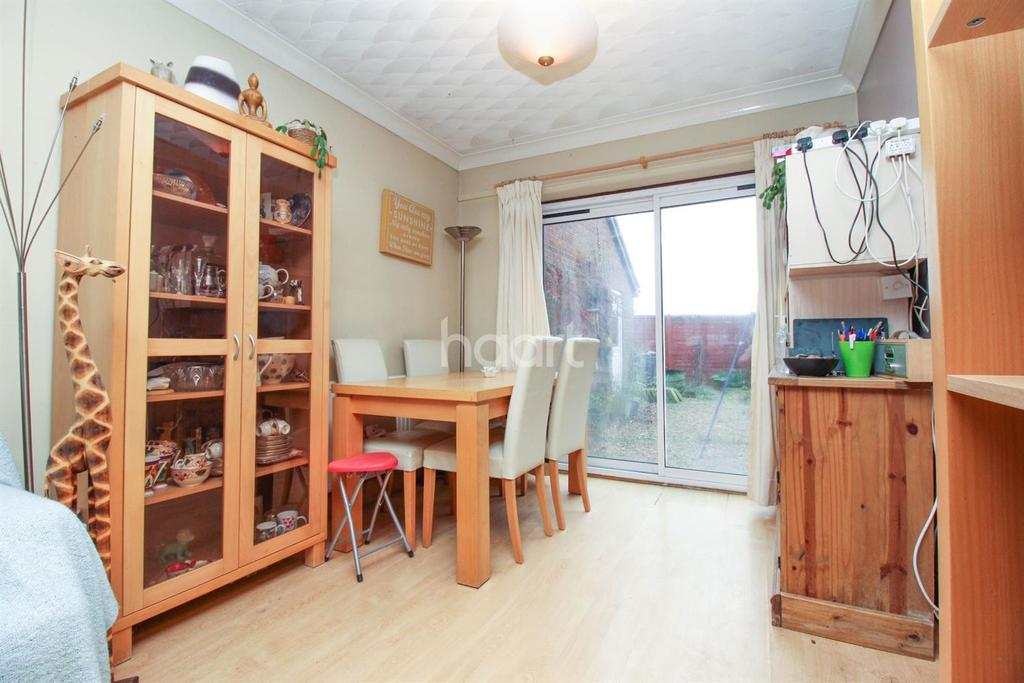 3 Bedrooms Semi Detached House for sale in Farm Close, Lingwood