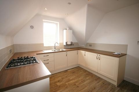 2 bedroom apartment to rent - St Leonards,  Exeter - Nicely renovated top floor apartment with modern kitchen, bathroom, carpets