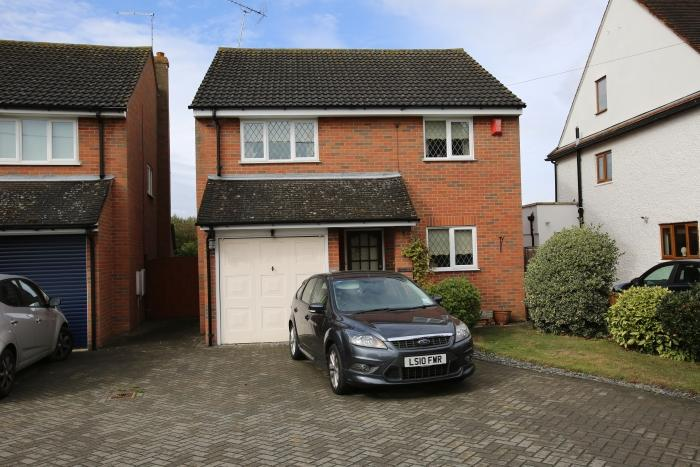 4 Bedrooms Detached House for sale in FYFIELD ROAD, ONGAR CM5