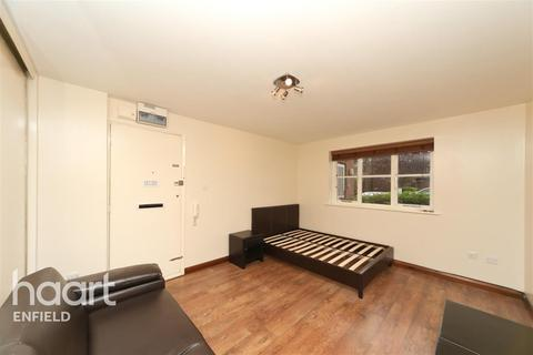 Studio to rent - Tempsford Close - Enfield - EN2