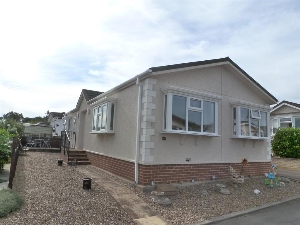 2 Bedrooms Bungalow for sale in Kingsmead Park, Swinhope, Market Rasen