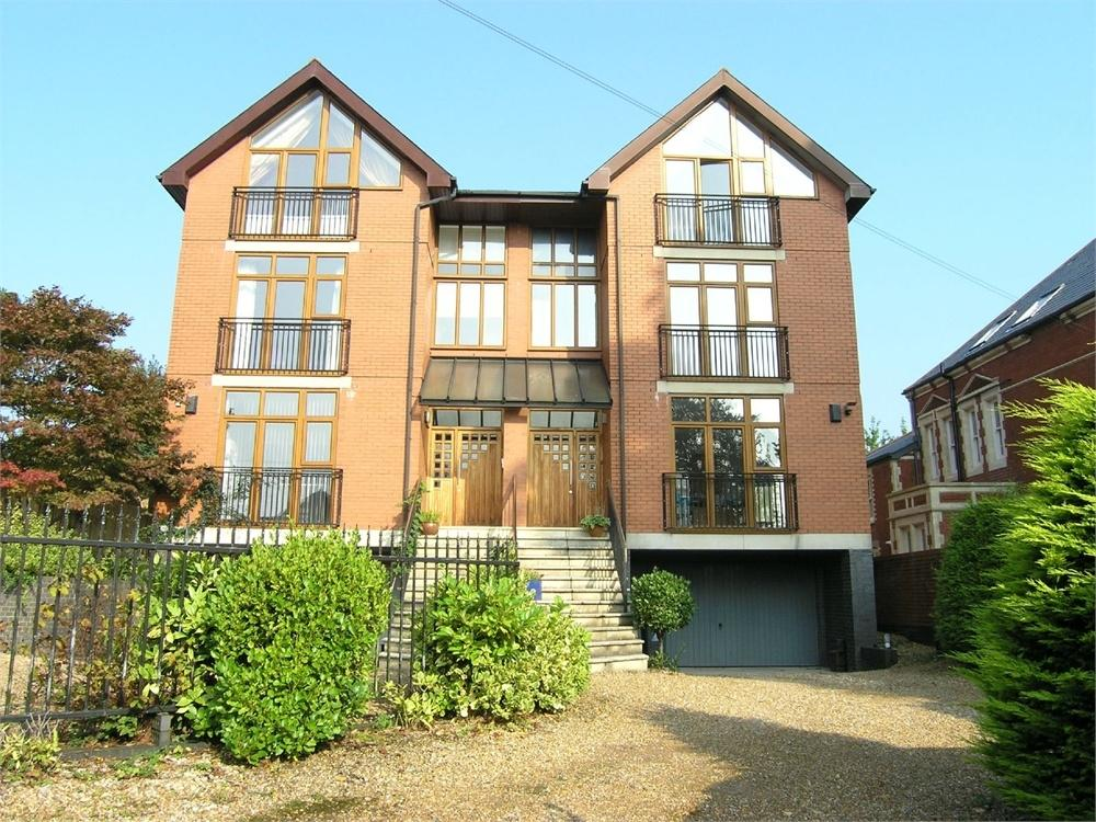 5 Bedrooms Semi Detached House for sale in Lisvane Road, Llanishen, Cardiff