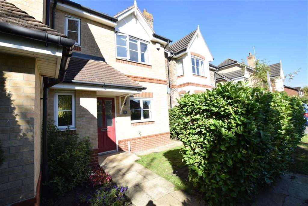 3 Bedrooms Semi Detached House for sale in Fairfax Close, Caversham, Reading