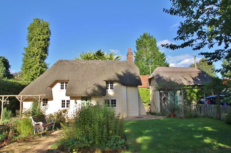 3 Bedrooms Cottage House for sale in Dewlands Way, Verwood