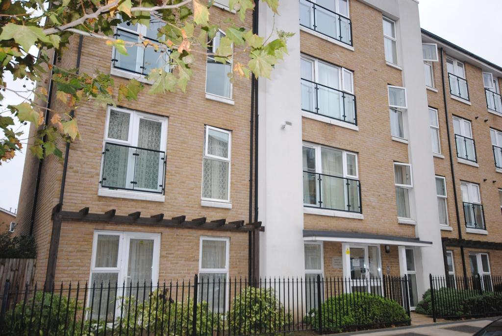 2 Bedrooms Flat for sale in Chandler Way London SE15