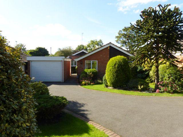 3 Bedrooms Detached Bungalow for sale in Lodge Road,Walsall,West Midlands