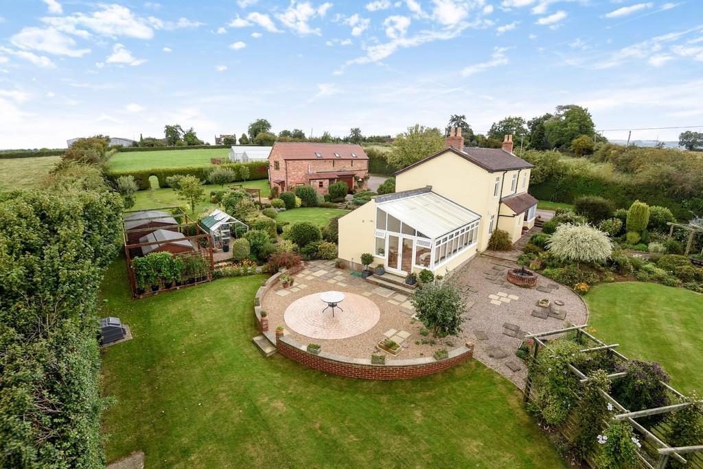 4 Bedrooms Detached House for sale in Hayden, between Cheltenham Gloucester