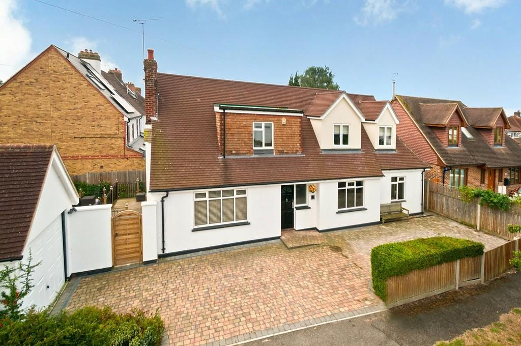 4 Bedrooms Detached House for sale in The Grove, Bearsted