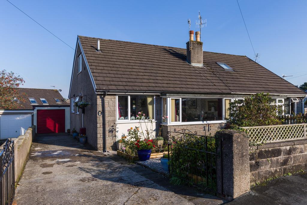 5 Bedrooms Semi Detached Bungalow for sale in 46 St James Drive, Burton, Carnforth, Lancashire, LA6 1HY