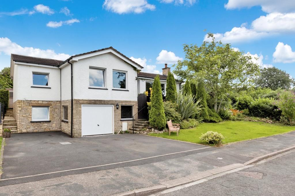 4 Bedrooms Detached Bungalow for sale in 33 Paddock Way, Storth, Milnthorpe, Cumbria, LA7 7JJ