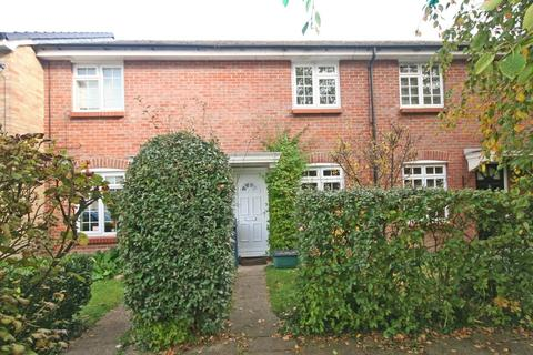 2 bedroom terraced house to rent - Orchard Drive, Wooburn Green