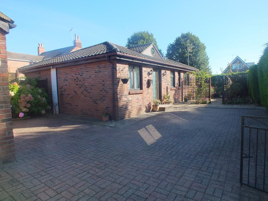 3 Bedrooms Detached Bungalow for sale in Chaucers Way, Spalding