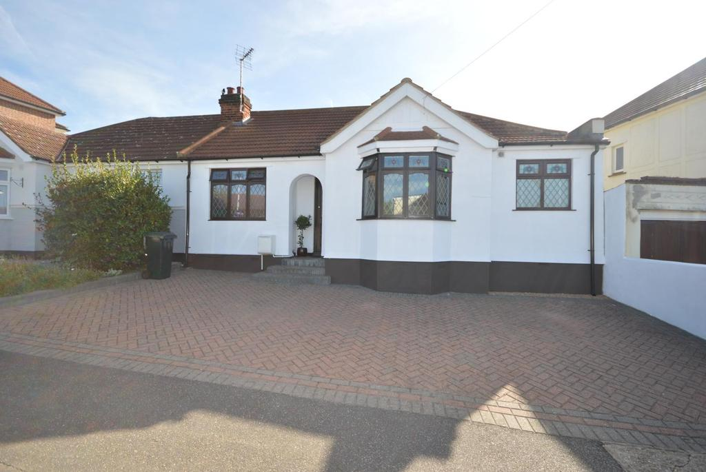 3 Bedrooms Semi Detached Bungalow for sale in Sandown Avenue, Hornchurch, Essex, RM12