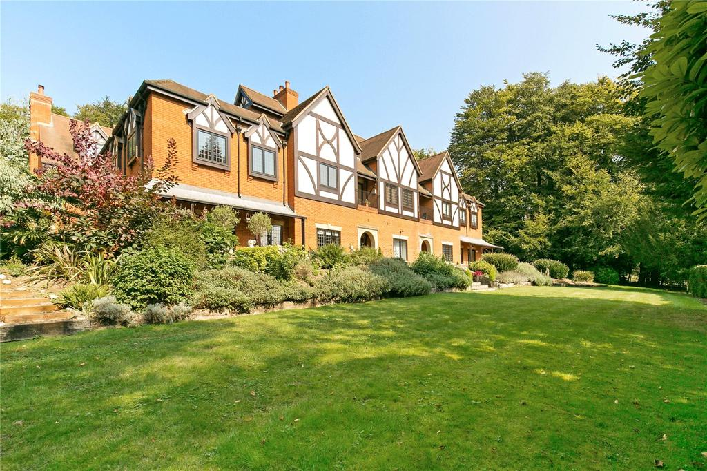 2 Bedrooms Flat for sale in Redwood House, Pilgrims Way, Westerham, Kent, TN16
