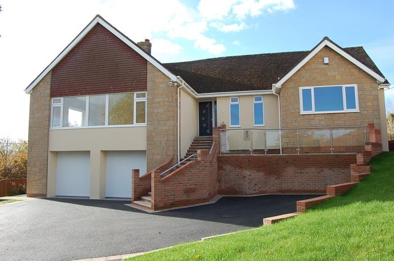 5 Bedrooms Detached House for sale in Long Ashton