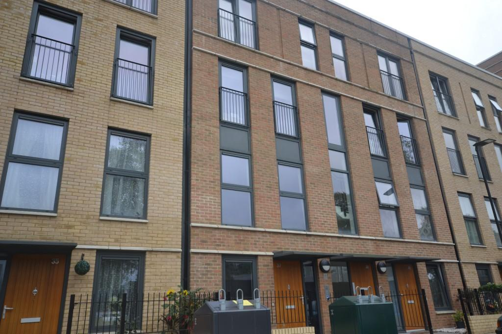 3 Bedrooms Maisonette Flat for sale in Crawshay Road, Brixton, London, SW9