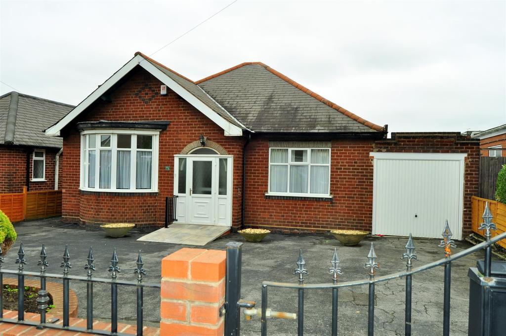 3 Bedrooms Detached Bungalow for sale in Masters Lane, Halesowen