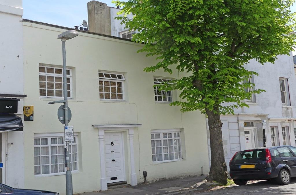 2 Bedrooms Terraced House for sale in Buckingham Road Brighton East Sussex BN1